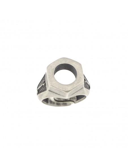 Anello regolabile con sagoma bullone centrale e laterale inciso in argento brunito